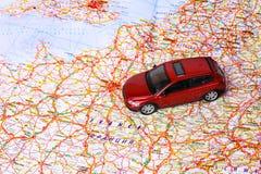Игрушка автомобиля на карте Стоковое фото RF