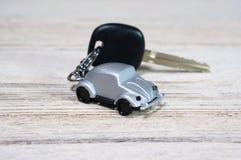 Игрушка автомобиля с ключом автомобиля Стоковые Фотографии RF
