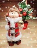 Игрушка ангела рождества и состав украшения дерева на деревянном ба Стоковые Изображения
