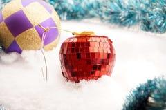 Игрушка ели в форме красного яблока Стоковое Фото