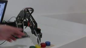 Игрушка затяжелителя робота акции видеоматериалы
