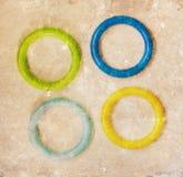 Игрушка, изолированные кольца цвета пластичные Стоковое фото RF