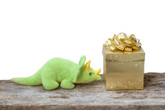 Игрушка динозавра и коробка золота Стоковое Фото