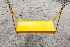 Игрушка качания для детей в спортивной площадке стоковое фото