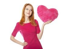 игрушка красного цвета сердца красивейшей девушки с волосами Стоковое Фото