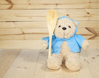 Игрушка медведя на поле Стоковые Изображения