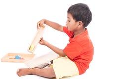 Игрушка милой игры мальчика деревянная стоковая фотография rf