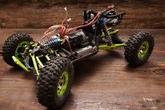 Игрушка модели автомобиля Rc на деревянной предпосылке Стоковая Фотография