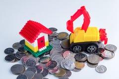 игрушка дома вороха монеток малая стоящая Стоковое Изображение RF