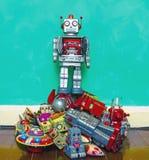 Игрушка робота в куче Стоковые Фотографии RF