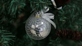 Игрушка рождества на дереве сток-видео