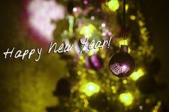 Игрушка рождества на рождественской елке Новый Год орнаментирует предпосылку зимы для космоса открытки пустого Предпосылка кануна Стоковые Фотографии RF