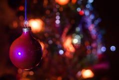 Игрушка рождества на рождественской елке Новый Год орнаментирует предпосылку зимы для космоса открытки пустого Предпосылка кануна Стоковое Изображение RF