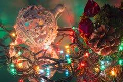 Игрушка рождественской елки конфеты конуса сосны ветви рождественской елки Стоковая Фотография RF