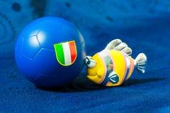 Игрушка рыб с итальянским футбольным мячом Стоковое фото RF