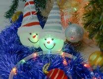 Игрушка снеговика в колоколе и освещении Стоковое Изображение