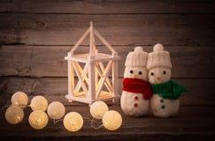 Игрушка снеговика на деревянной предпосылке Стоковые Изображения RF