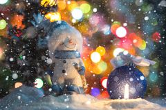 Игрушка снеговика с свечой Стоковые Изображения RF