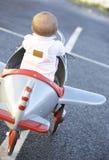 игрушка riding ребёнка аэроплана Стоковое Фото