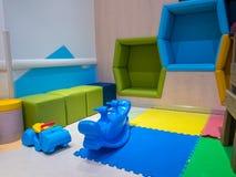 Игрушки гиппопотама и животного, сделанные из пластмассы, крытое красочное Стоковые Фото