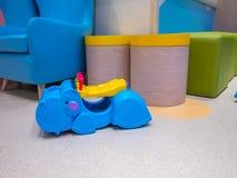 Игрушки гиппопотама и животного, сделанные из пластмассы, крытое красочное Стоковая Фотография RF