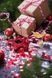 Игрушки ели состава праздника рождества красные стоковые фотографии rf