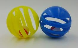 Игрушки желтого и голубого кота Стоковые Фото