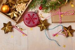 Игрушки и оформление рождества Предпосылка `s Новый Год Стоковое Изображение RF