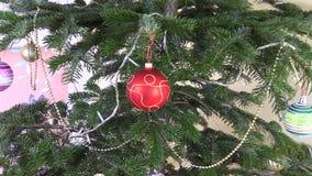 Игрушки и украшения рождественской елки Моргать белая гирлянда сток-видео