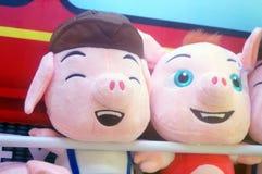 Игрушки куклы показаны в магазинах игрушки Стоковое Изображение RF
