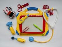 Игрушки - медицинские инструменты и машина скорой помощи машины Стоковая Фотография