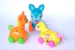 Игрушки младенца жирафа оленей лошади пластиковые стоковые фотографии rf
