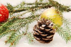 Игрушки Новый Год на рождественской елке Стоковые Изображения