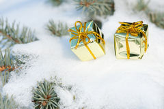Игрушки подарка на рождественской елке Стоковое фото RF