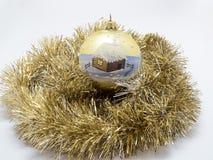 Игрушки праздника Нового Года рождества над белой предпосылкой Стоковая Фотография RF