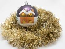 Игрушки праздника Нового Года рождества над белой предпосылкой Стоковая Фотография