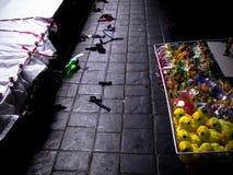 Игрушки продавая на стороне улицы Стоковое Изображение