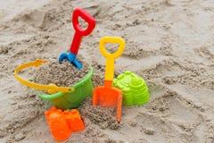 Игрушки пляжа для концепции летнего времени Стоковое Изображение RF