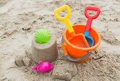 Игрушки пляжа для концепции летнего времени Стоковые Изображения RF