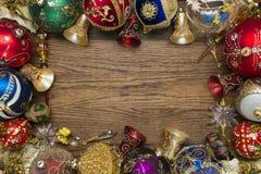 Игрушки рождества на древесине стоковое изображение rf