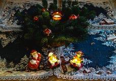 Игрушки рождества, свечи, ветви ели Стоковое фото RF