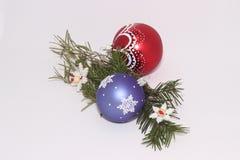 Игрушки рождества с sprig ели стоковое изображение rf
