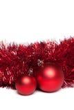 2 игрушки рождественской елки с красной гирляндой Стоковая Фотография RF