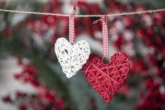 2 игрушки сердца на веревочке Стоковое Фото