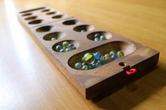 Игрушки стеклянного шарика на таблице стоковое фото