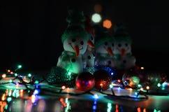 игрушки сфер рождества предпосылки изолированные стеклом белые снеговики Стоковая Фотография RF