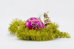 игрушки сфер рождества предпосылки изолированные стеклом белые Стоковое Фото