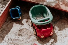 Игрушки ящика с песком стоковая фотография rf