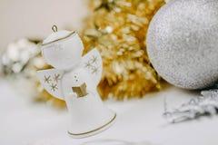 Игрушки ` s рождества и Нового Года белизна ангела изолированная рождеством стоковое изображение rf