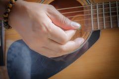 Игры гитариста Стоковые Изображения RF